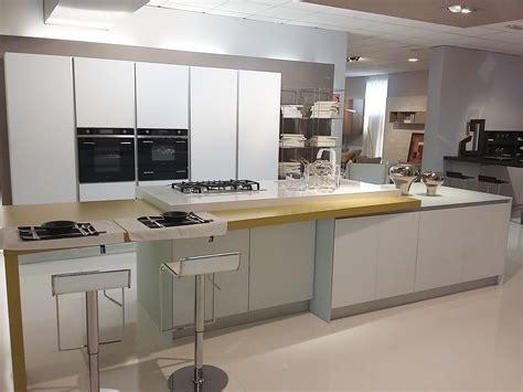 lavello bianco cucina cielo vetro bianco opaco piano silestone con