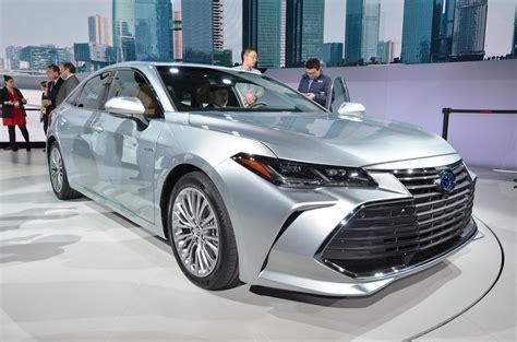 is toyota japanese 2019 toyota avalon looks sufficiently japanese autoevolution