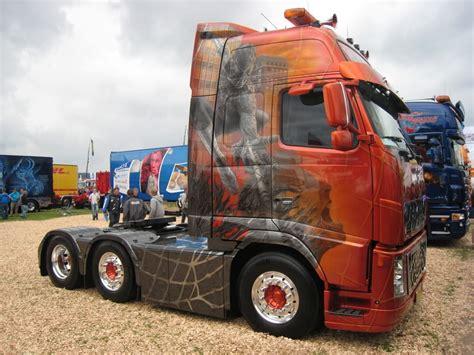 do 18 wheelers have bathrooms 18 wheel beauties custom trucks spiderman tribute