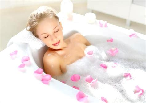 relaxing bathtub 9 inexpensive ways to have a relaxing bath