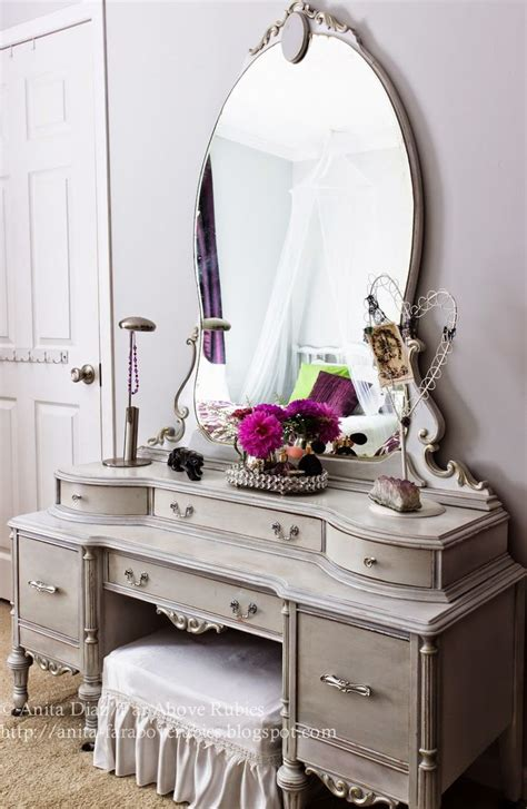 Painted Bedroom Vanity Ideas by Best 25 Vintage Dressing Tables Ideas On