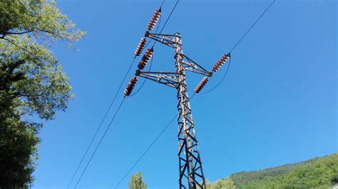 traliccio alta tensione linee elettriche ad alta media e bassa tensione cosa