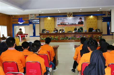 Reformasi Administrasi Publik Teori Dan Praktek Oleh Dr Chaizi Nasucha mahasiswa administrasi unm gelar seminar pembangunan daerah