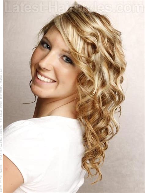 soft curls foror mediun length hair pictures love the coloring lots of curls medium length blonde