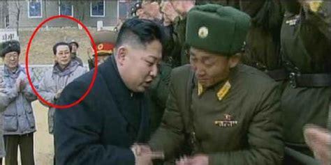 film dokumenter tentang korea utara korut hapus wajah paman kim jong un dari sejumlah foto