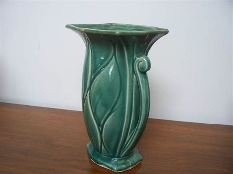 Mccoy Vase by Vintage Mccoy Vase 8 5 Green Leaf For Sale Antiques