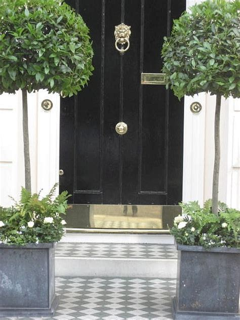 Belgravia I Love This Glossy Black Door With Brass Front Door Topiary