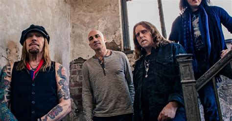gov t mule guests honor musicians who died in 2016 on gov t mule raids fruit bowl in funny little tragedy