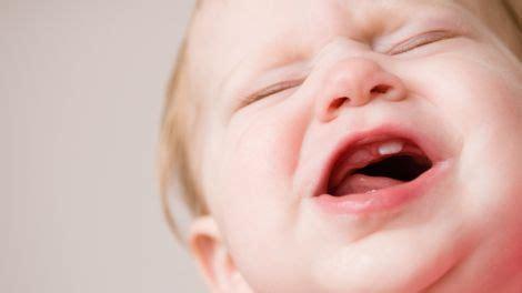 wann erster zahn bei baby zahnen beim baby reihenfolge anzeichen tipps zur