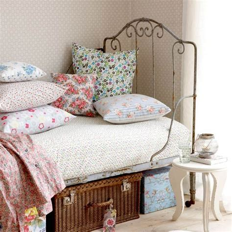 floral bedroom ditsy floral fabrics teenage girls bedroom ideas
