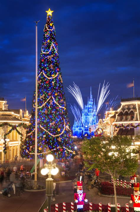 5 reasons we love mickey s very merry christmas party