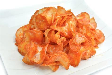 Keripik Singkong Aneka Rasa Pedas Dan Gurih 5 camilan enak yang bisa usir rasa mual kamu saat