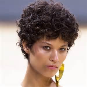 image de coiffure pour cheveux court fris 233 coupe de cheveux
