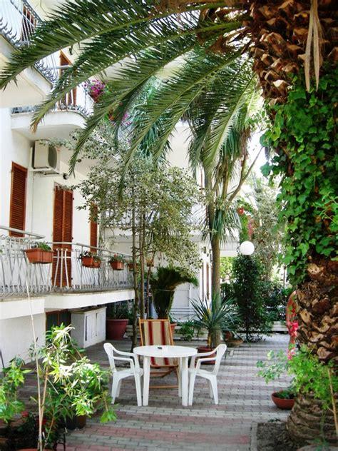 residence le terrazze alba adriatica appartamenti mare con balconi o giardino si animali alba