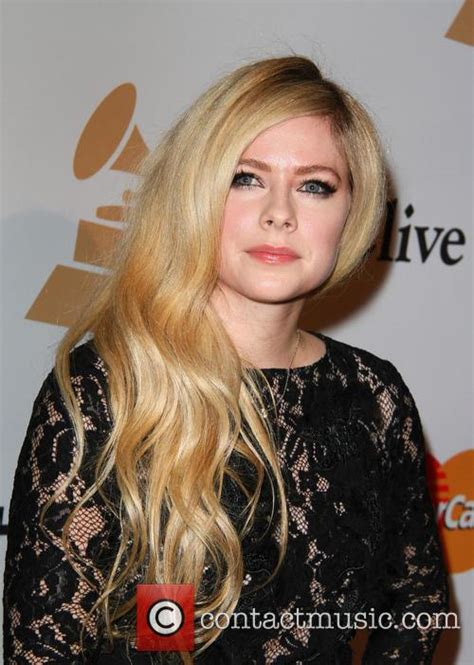 If I See Avril Finger The Paparazzi One More Time by Now That S Complicated The Avril Lavigne Of Today Is A