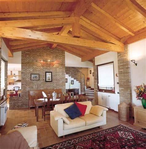 arredamento rustico casa tetti in legno tetto