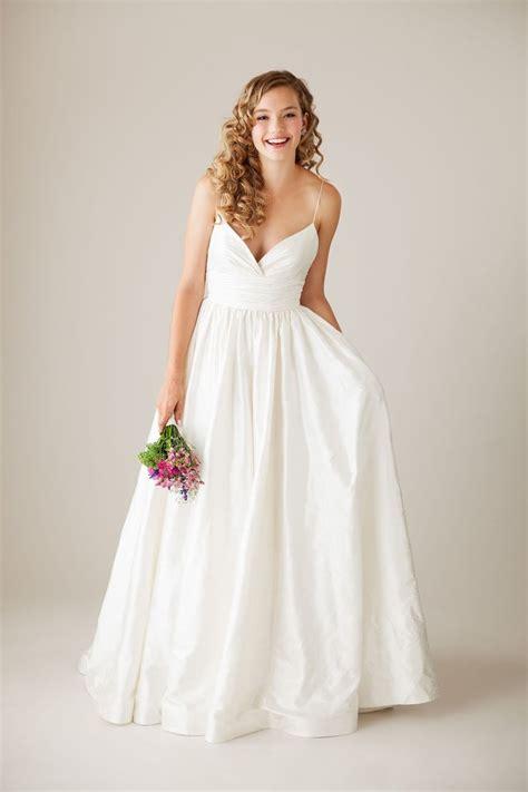 Silk Wedding Dresses Uk by 25 Best Silk Wedding Gowns Ideas On Silk