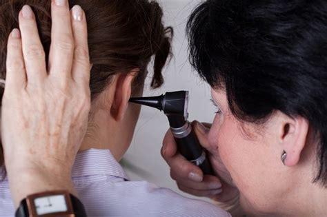 Membersihkan Kotoran Telinga Di Tht Ini Cara Dokter Tht Membersihkan Telinga Alodokter