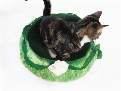 Handmade Cat Bed - cat bed basket handmade from wool by lovecatcaves