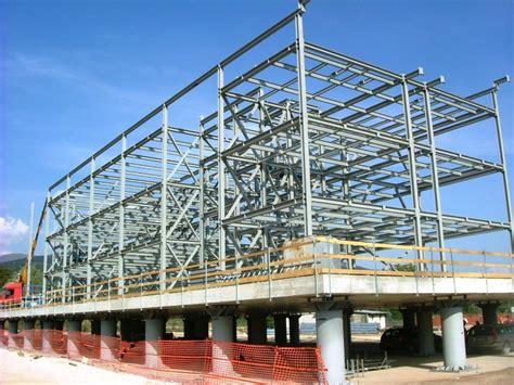 quanto costa un capannone prefabbricato costi per costruire una casa prefabbricata in acciaio