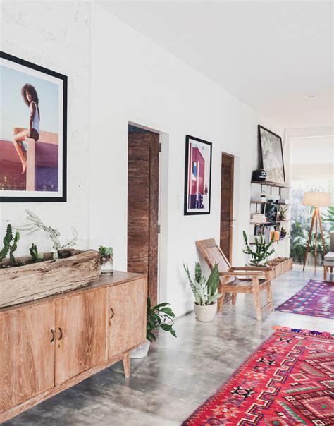 room 5 lounge an instagram swimwear sensation becomes bali s stay at fella villa