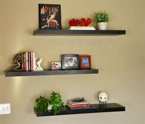 create a decorative room using floating shelves