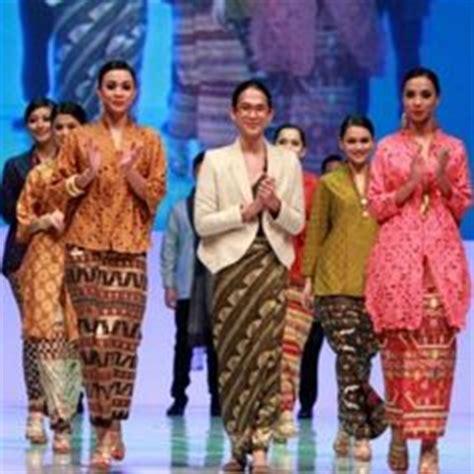 desain dress kain tenun 1000 images about indonesian batik tenun ikat on