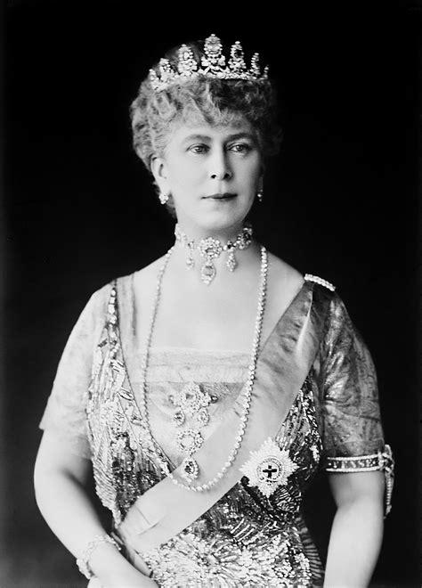queen elizabeth the queen mother wikipedia file queenmaryformalportrait edit3 jpg wikipedia