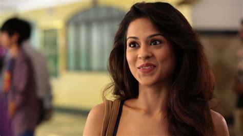 Former co-contestant Lauren Gotilib judges Sanna Saeed ...
