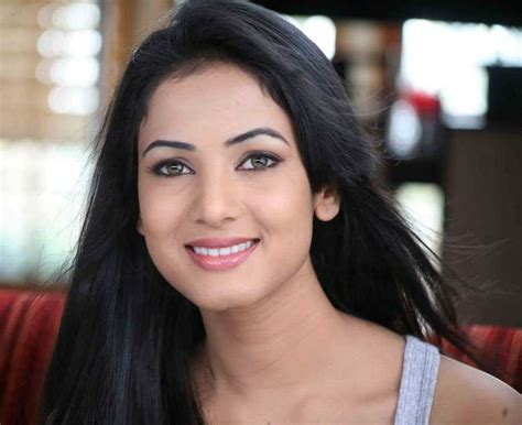 sonal chauhan upcoming movies 2017 upcoming movies of sonal chauhan in 2017 2018 2019