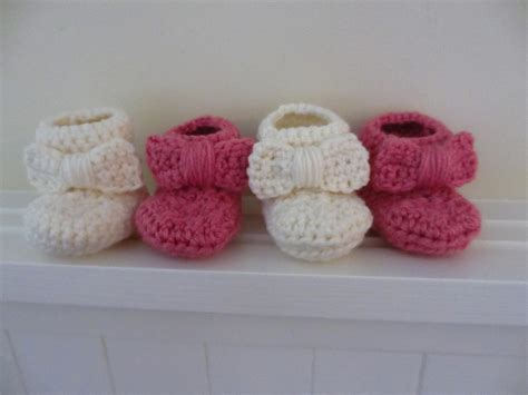 free pattern for crochet baby booties jay s boutique blog free pattern bow baby booties