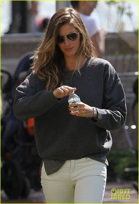 Gisele Bundchen Plays With Balls In by Gisele Bundchen Plays With Tom Brady S A Derby Dude