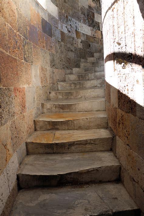 torre di pisa ingresso file torre di pisa scala interna 02 jpg wikimedia commons