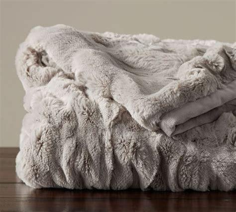 Fellimitat Decke by 17 Best Ideas About Fur Throw On Grey Fur