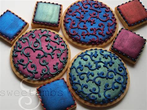 trucolor food coloring painting on royal icingsweetambs