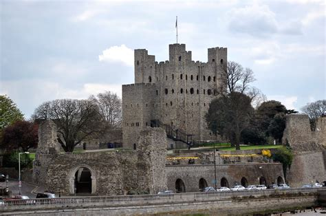 rochester castle kent strategically  astride