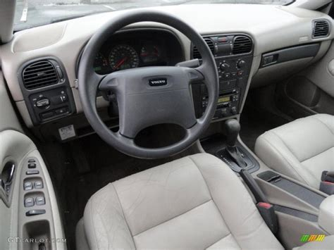 Volvo S40 2001 Interior by 2001 Volvo S40 1 9t Taupe Light Taupe Dashboard Photo