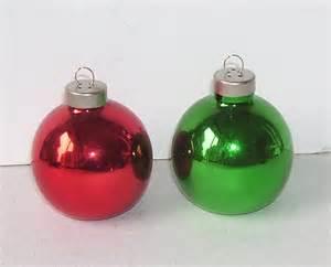 salt and pepper shakers christmas tree bulbs