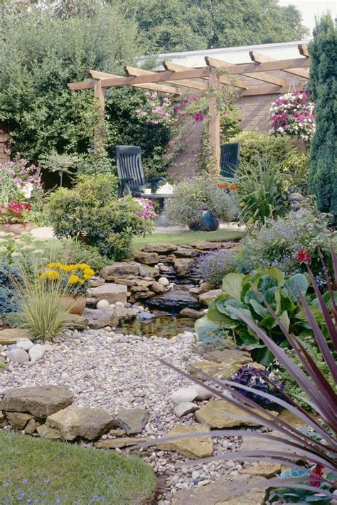 decorar jardines con ladrillos decorar jardines con piedras y madera trendy decoracion