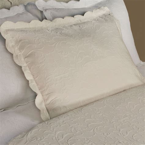 Majestic Scalloped Brocade Matelasse Coverlet Bedding