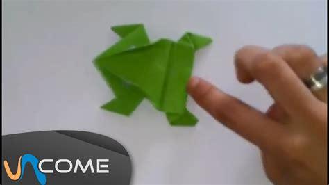 fare una rana di carta che salta
