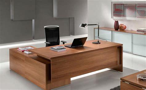 scrivanie per pc fissi free uffici direzionali arredati con poltrona e scrivania