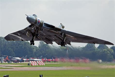 Boomber Voolcon vintage vulcan bomber s maneuvers being investigated by authorities in the uk