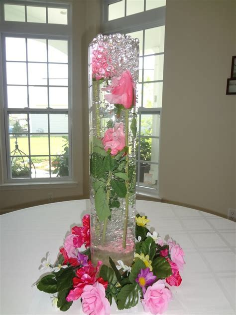 HURRICANE VASES WITH FLOWERS IN WATER   Beautiful Water