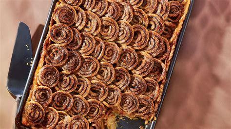 cinnamon swirl apple slab pie