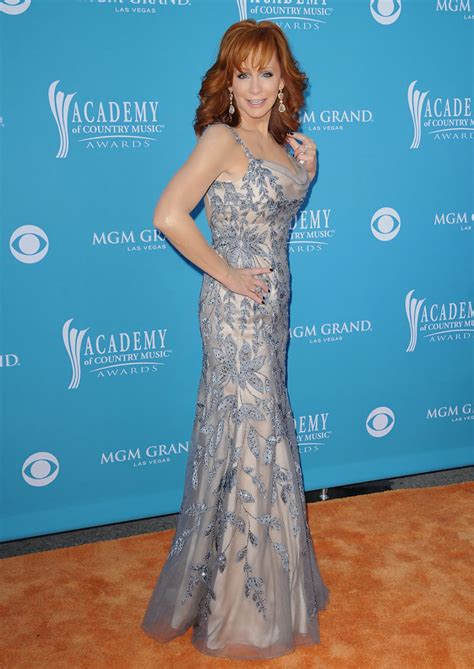 reba mcentire s costume changes at acm awards dresses reba mcentire photos photos 45th annual academy of
