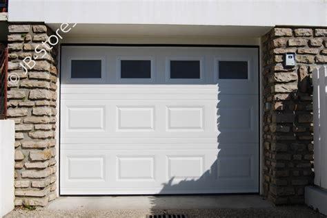porte de garage sectionnelle refoulement plafond avec hublots