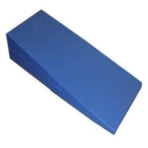 4 Fold Nap Mat by Folding Incline Mat 30 Quot X 72 Quot X 14 Quot Gymnastics Mats Sports Outdoors