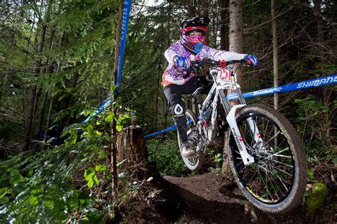 hot female mountain bikers women who ride holly feniak pinkbike