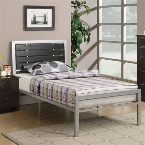 Silver Metal Bedroom Furniture by Buy 3 Pcs Silver Bedroom Set Metal Platform Bed In Los Angeles